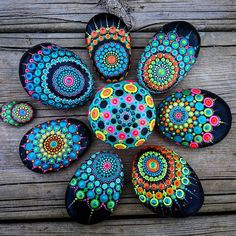 Easy Paint Rock For Try at Home (Stone Art & Rock Painting Ideas) Dot Art Painting, Rock Painting Designs, Pebble Painting, Pebble Art, Paint Designs, Stone Painting, Rock Painting Kids, Painting Flowers, Painting Tools