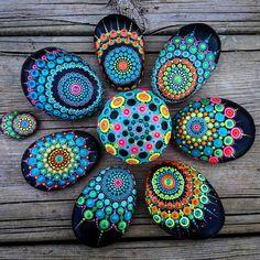 "881 Likes, 6 Comments - Yulia (@yuliart.dots) on Instagram: ""#YuliaArtDots #stoneflower #dots #dotting #mandalla #black #pebbles #rocks #stones #paintedstones…"""