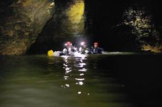 Waitomo Glowworm Caves in Neuseeland: Black-Water-Rafting in einer Höhle Rafting, Black Water, Northern Lights, To Go, Adventure, Places, Nature, Travel, Outdoor Adventures