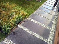 moderner garten kleingarten holzdeck steinplatten lavendelpflanzen, Garten und erstellen