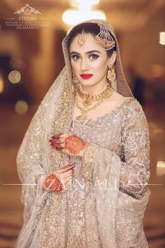 Bridal Jewelry Don't Just Wear It For The Wedding Asian Wedding Dress Pakistani, Indian Bridal, Pakistani Dresses, Bridal Looks, Bridal Style, Bridal Dupatta, Bridal Hijab, Beautiful Hijab Girl, Beautiful Women