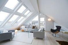 Claraboia e janelas fixar para realçar o branco da sala