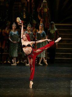 Svetlana Zakharova as Nikiya in Bolshoi's La Bayadere  Photo by Damir Yusupov