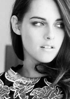 kristen stewart really wants me dead huh John Stewart, Kirsten Stewart, Bella Swan, Kristen Stewart Pictures, Sils Maria, Stunningly Beautiful, Sexy Asian Girls, Woman Crush, Beautiful People