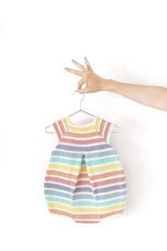 How to knit a Baby Rainbow Romper- DIY Knitting Pattern & Tutorial Baby Sweater Knitting Pattern, Knit Baby Sweaters, Knitted Baby Clothes, Knitted Romper, Baby Hats Knitting, Knitting For Kids, Baby Knitting Patterns, Knitting Designs, Baby Patterns