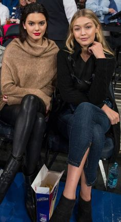 The Knicks vs Wizards basketball game had Kendall Jenner in attendance. Kendall watched the game with Gigi Hadid and Hailey Baldwin on October,… Bruce Jenner, Kris Jenner, Kendall Jenner Gigi Hadid, Kendall And Kylie Jenner, Hailey Baldwin, Salma Hayek, Kim Kardashian Taylor Swift, Outfit 2017, Kj Apa Riverdale