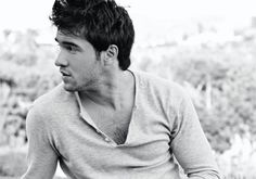 HOW was Joshua Bowman with Amy Winehouse [RIP] and Miley Cyrus [ugh she's so gross but gets all the hot ones] -- #Revenge <3