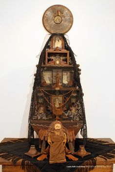 LAURIE BETH ZUCKERMAN ICONARTE found-object assemblage art, home altars, altar installations, memory jugs, drawings.