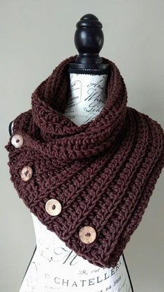Crochet Scarf Patterns Free Crochet Pattern - Lofty Loops Studio - The Carolina Cowl Crochet Hooded Cowl, Crochet Cowl Free Pattern, Crochet Poncho, Crochet Scarves, Crochet Clothes, Crochet Stitches, Crochet Patterns, Cowl Patterns, Crochet Video