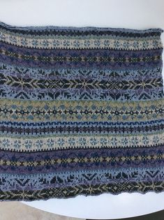 Ravelry: Project Gallery for Fairisle Club: Traditional Fair Isle throw pattern . Ravelry: Project gallery for Fairisle Club: Traditional Fair Isle throw pattern . Motif Fair Isle, Fair Isle Chart, Fair Isle Pattern, Crochet Baby Boots, Crochet Wool, Crochet Gifts, Easy Crochet, Fair Isle Knitting Patterns, Knitting Charts
