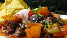 Chili con carne met drie kleuren paprika. Superlekker! Vergeet die tacokruiden, zelf mixje maken met paprikapoeder, komijn en chilipoeder.