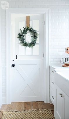 Minimalist Christmas Decor Inspiration - Brunch on Sunday Whether you live in a dorm room or a mansion, you can use minimalist Christmas decor inspiration to style your space for Christmas + the holiday season. House Styles, Minimalist Christmas Decor, Minimalist Christmas, Decor Inspiration, Home, Dutch Door, House, Christmas Inspiration, House Tours