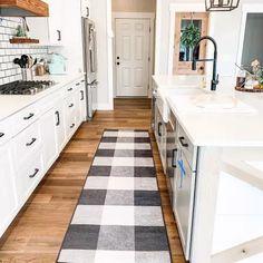 White Farmhouse Kitchens, Brown Kitchens, Farmhouse Kitchen Decor, Kitchen Redo, Home Decor Kitchen, Home Kitchens, Kitchen Remodel, Kitchen Design, Kitchen Ideas