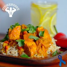 In honor of #WorldCup and celebrating different cultures and cuisines, here is my (southwest) coconut curry chicken. I devoured this after my workout today - this is sure to be a family classic. Tag someone who needs a new and EASY way to spice up chicken breast! Boom. (traduccion en @fitmencookespanol con video en español y abajo)  Ingredients for 3 - 5 servings: 1lb raw chicken breasts, 3/4 cup lite coconut milk (in a can), 1/2 cup chicken broth, 3/4 cup red onion, 1/2 red bell pepper ...