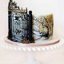 Торт на питерскую тему с воротами Летнего сада