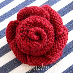 Вязаные цветы - роза спицами Flower Art, Flower Beds, Knitted Flowers, Flowers Nature, Tattoo You, Flower Tattoos, Flower Arrangements, Knit Crochet, Crochet Necklace