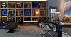 O Living do Empreendedor, assinado por Mario Costa Santos, homenageia Oscar Niemeyer. Tendo a marcenaria como destaque, a estante Cobogó toma quase uma parede completa e é inspirada na arquitetura de Brasília
