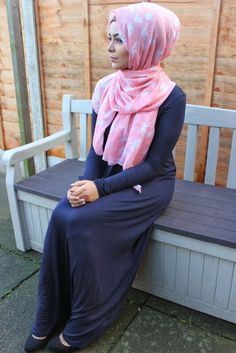 I really like this cute scarf with the navy dress. I would wear a navy abaya though, as this jersey material is very tight and clingy (hijab inappropriate).