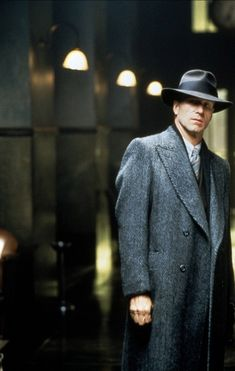 "William Hurt as Inspector Frank Bumstead in ""Dark City"" Dark City, William Hurt, Police Story, Fiction Movies, Science Fiction, World Of Tomorrow, Movie Shots, Bioshock, The Villain"