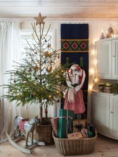 Made In Persbo: Traditionell Dalajul... the tree... and everything else in this blog post!
