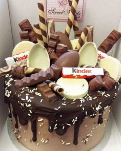 Forget about your boring old chocolate cake; we have awesome ideas f… Love cakes? Forget about your boring old chocolate cake; we have awesome ideas for birthday cakes for grown ups here! Novelty Birthday Cakes, First Birthday Cakes, Happy Birthday, Birthday Cards, Birthday Ideas, Birthday Boys, Food Cakes, Bolo Tumblr, Desserts Thermomix