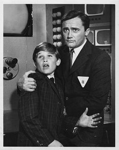 Man from Uncle Robert Vaughn and a young Kurt Russell-The Finny Foot Affair***Research for possible future project. Robert Vaughn, Spy Shows, 60s Tv Shows, Codename U.n.c.l.e, The Girl From Uncle, Napoleon Solo, History Of Television, Kurt Russell, Tv Shows