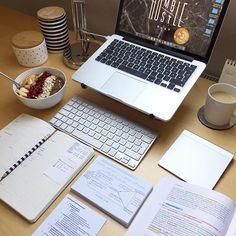 College Motivation, Work Motivation, Study Corner, College Aesthetic, Study Board, Study Pictures, Study Organization, Budget Planer, School Study Tips