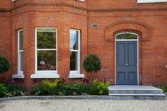 Kerb appeal is important when you want to improve the facade of your home. Read our 5 kerb appeal idea's that will help enhance your home from the outside. Wood Windows, Sash Windows, Windows And Doors, Wall Climbing Plants, Front Door Hardware, Kerb Appeal, Plant Lighting, Listed Building, Grand Entrance