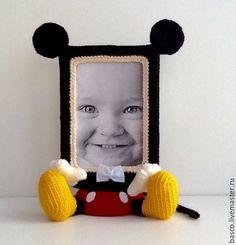 Вязаная фоторамка мышонок Микки Маус – купить или заказать в интернет-магазине на Ярмарке Мастеров | Милая вязаная фоторамка для портрета мальчика.