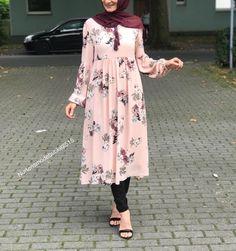 Pinterest @adarkurdish Muslim Women Fashion, Islamic Fashion, Modest Fashion, Fashion Dresses, Hijab Style Dress, Hijab Outfit, Dress Shirts For Women, Clothes For Women, Modele Hijab