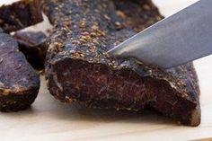 Das perfekte Biltong südafrikanisches Trockenfleisch-Rezept mit Bild und einfacher Schritt-für-Schritt-Anleitung: Zuerst das Fleisch mit einem scharfen…