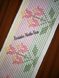 Técnica Oithino. Blackwork Cross Stitch, Cross Stitch Borders, Huck Towels, Swedish Embroidery, Swedish Weaving, Chicken Scratch, Bargello, Canvas Patterns, Crochet Stitches