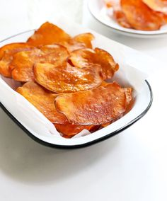 Sweet Potato Chips are baked, instead of fried, for a healthy, crunchy snack that bakes in 30 minutes. #sweetpotato #vegan #veganrecipes #chips #easyrecipes #glutenfree #glutenfreedairyfree #glutenfreerecipes #glutenfreevegan #dairyfree #healthyfood #healthyrecipes Sweet Potato Crisps, Potato Chips, Healthy Meals For Kids, Kids Meals, Healthy Appetizers, Healthy Snacks, Homemade Chips, Those Recipe, Family Meals