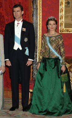 The Princess channeled her medieval predecessors while receiving Vladimir Putin in February of 2006. In an emerald green two-piece and coordinating beaded handbag, Letizia took retro to the real carpet. Photo by Getty Images