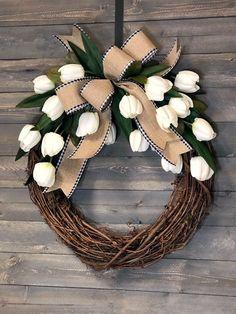 Diy Spring Wreath, Spring Door Wreaths, Spring Crafts, Holiday Wreaths, Easter Wreaths Diy, Homemade Wreaths, Wreath Crafts, Diy Wreath, Wreath Ideas