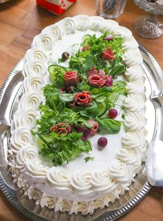 voileipäkakku Sandwich Cake, Sandwich Recipes, Sandwiches, No Salt Recipes, Food Decoration, Party Snacks, Creative Food, Buffet, Quiche