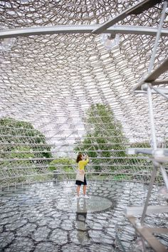 """Beehive-inspired honeycomb structure """"The Hive"""" produced by the artist Wolfgang Buttress in partnership with designer and engineer Tristan Simmonds."""