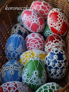 Ceramika artystyczna, rękodzieło, frywolitki - serwetki i biżuteria, oraz ozdoby. Wzory frywolitkowe na serwetki i dekoracje. Tatting patterns. Needle Tatting Patterns, Easter Eggs, Knots, Ornaments, Crochet, Crafts, Navidad, Mascarpone, Shuttle Tatting Patterns