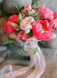 Pretty coral charm peonies and roses | Photography: Blue Rose Photography - bluerosepictures.com