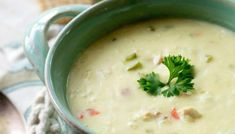 Chicken Velvet Soup - Who would think that a soup made with such simple ingredients would be the most luscious soup to ever hit your taste buds. Creamy Chicken Rice Soup, Creamy Potato Soup, Chicken Soup, Baked Chicken, Easy Soup Recipes, Cooking Recipes, Potato Recipes, Boursin Recipes, Quiche Recipes