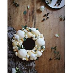 S.P.E.C.I.A.L.  O.R.D.E.R.  Sablé breton au citron dômes mousse de citron et lemon curd meringues citron vert  . . . . #food #pastry #patisserie #cooking #baking #frenchpastry #pastrychef #delicatessenbakery #artisanpatissier #traiteursurmesure #vannes #bretagne #dessert #gateau #cake #birthdaycake  #sweets #homemade #faitmaison #naturel #foodstyling #foodporn #foodphoto #foodevent #instagood #instafood #instabake #vscocam #f52grams #specialorder