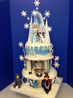 Frozen cake Made in our class by Genoveva!! All Edible!!
