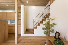 House Staircase, Staircase Design, Devon House, Model House Plan, Minimal Home, Interior Stairs, Modern Farmhouse Decor, Beautiful Interiors, Interior Design Inspiration