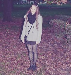 Autumn outfit. Dotted stockings. Grey coat. :-)