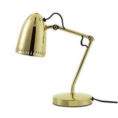 De modieuze Dynamo tafellamp van Superliving is gemaakt van gekleurd metaal met een geperforeerde rand, dat een leuk licht geeft. De lamp heeft een modern ontwerp met een retrotint en past perfect in de meeste kamers. Leuk voor op het buro, nachtkastje of dressoir in de hal! Keuze uit verschillende kleuren.