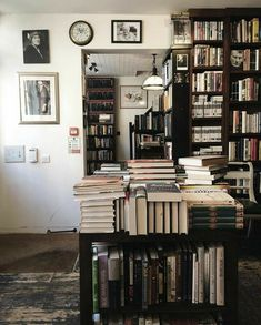 Dream Library, Library Books, Home Libraries, Coffee And Books, Book Nooks, My New Room, My Dream Home, Room Inspiration, Decoration