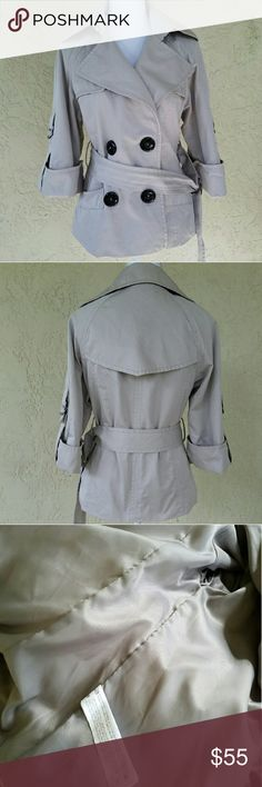Zara Basic Coat 50% cotton 40% polyester  10% nylon Color: Beige   Slighty used; in excellent condition; no stains; no rips; it has 2 pocket in the front; adjustable sleeves and belt Zara Jackets & Coats