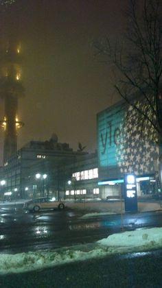 Vuoden 2012 lopussa Radiotalo oli täynnä tähtiä, ja torni sumussa.