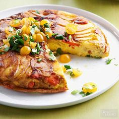 This luscious egg breakfast recipe features crisply browned potatoes and colorful fresh vegetables, including carrots, green onions, and tomatoes. Slice the potatoes and carrots thinly, about inch Egg Recipes For Breakfast, Brunch Recipes, Healthy Dinner Recipes, Healthy Dinners, Breakfast Kids, Brunch Foods, Weeknight Dinners, Potato Frittata, Frittata Recipes