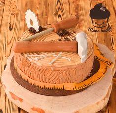 Eine Torte für einen Hobbytischler, Hobby-Holzfäller und Hobby-Dachdecker? Ohne Holz geht da eigentlich gar nix. Gesagt getan. Ich wollte das Ganze jedoch einfach halten, möglich frei von Fondant u…